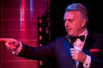 REVIEW: Sinatra Raw at the Oak room in the Hospital Club, London