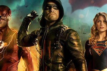 CW Announces Arrowverse Crossover Dates, Debuts the Batwoman Signal