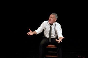 Review: A One-Man Funeral With Many Lives in 'I Hear You and Rejoice'