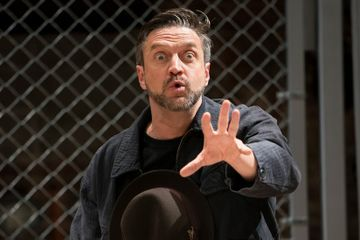 Review: Raúl Esparza Becomes a Very Familiar Fascist in 'Arturo Ui'