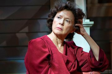Review: Arthur Miller's 'All My Sons,' With All Its Seams Showing